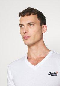 Superdry - CLASSIC TEE - Basic T-shirt - optic - 3