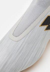 Lotto - SOLISTA 300 GRAVITY FG - Moulded stud football boots - vapor gray/all black/light platino - 5
