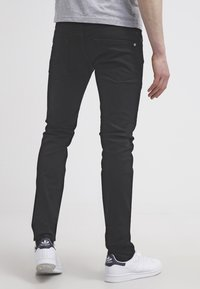 Pepe Jeans - HATCH - Jeansy Slim Fit - black denim - 2