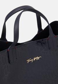 Tommy Hilfiger - ICONIC SATCHEL MONO - Handbag - blue - 4