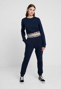 Hollister Co. - HIGH RISE JOGGER WITH LOGO ELASTIC BAND - Tracksuit bottoms - navy - 1