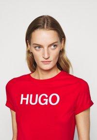 HUGO - THE SLIM TEE - Triko spotiskem - open pink - 4