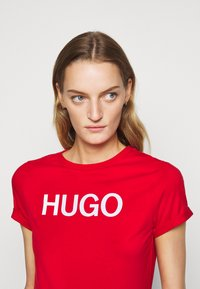 HUGO - THE SLIM TEE - T-Shirt print - open pink - 4