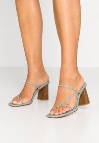 NA-KD - FINE STRAPPY BLOCK HEEL  - T-bar sandals - pastel green - 0
