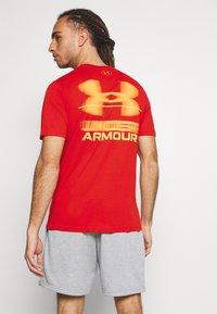 Under Armour - BLURRY LOGO WORDMARK  - T-shirts print - rich orange - 2
