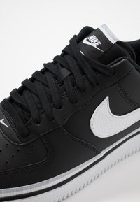 Nike Sportswear - AIR FORCE 1 '07 LV8  - Sneakers - black/white/wolf grey - 5