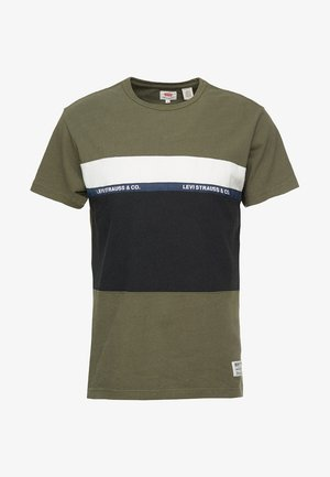 MIGHTY PIECED TEE - Print T-shirt - tape applique olive night/ black/ white