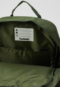 Hummel - HMLJAZZ BIG BACK PACK - Rugzak - cypress - 2
