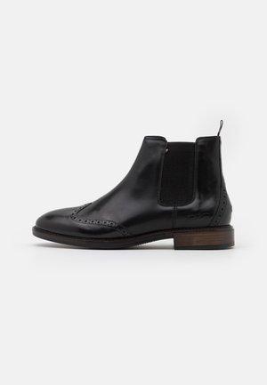 BROGUE CHELSEA - Kotníkové boty - black
