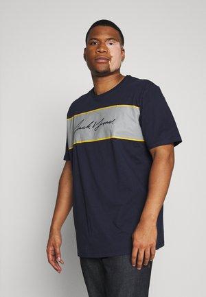 JORHIKARI PRINT CREW NECK - T-shirt print - navy blazer