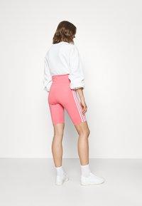 adidas Originals - SHORT TIGHTS - Kraťasy - hazy rose - 2