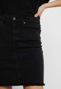 Pieces - PCAIA SKIRT  - Pencil skirt - black denim - 4