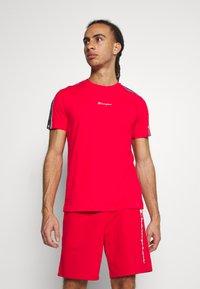 Champion - CREWNECK - T-shirt imprimé - red - 0