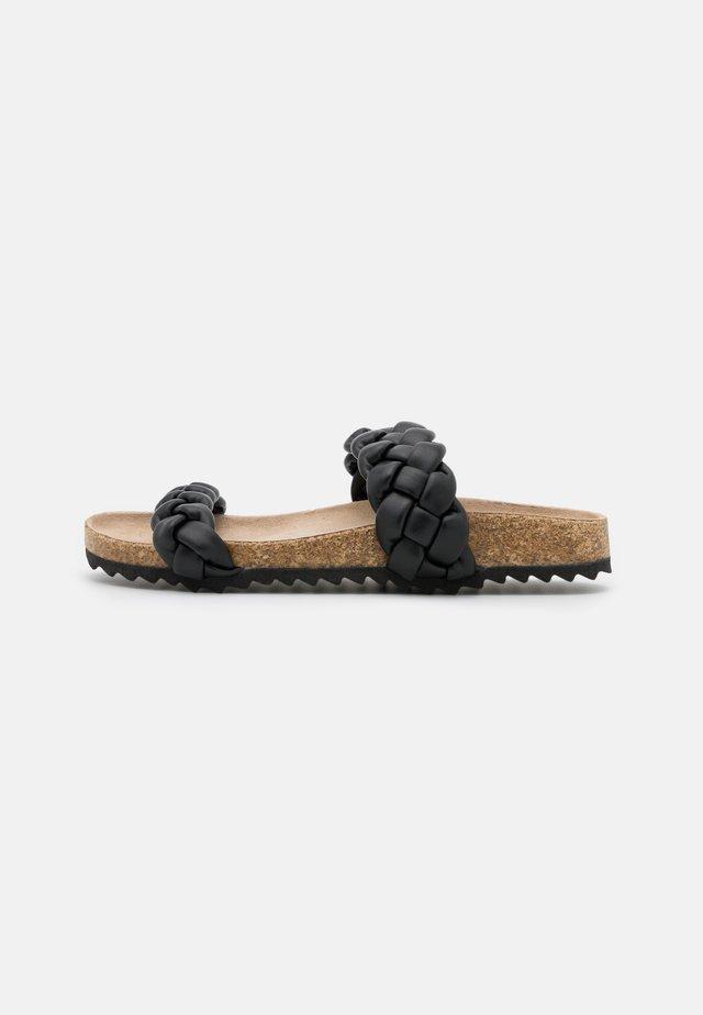 PADDED PLAIT SLIDER - Mules - black