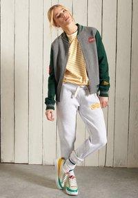 Superdry - Zip-up sweatshirt - enamel green - 0