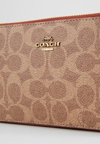 Coach - COLORBLOCK COATED SIGNATURE KIRA CROSSBODY - Umhängetasche - tan rust - 5