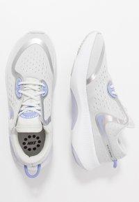 Nike Performance - JOYRIDE DUAL RUN - Neutral running shoes - photon dust/white/light thistle - 0
