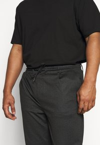 INDICODE JEANS - EBERLEIN WITH ROLL UP CHECK - Trousers - cayman grey - 3