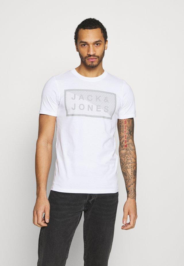 JCOSHAWN - Print T-shirt - white