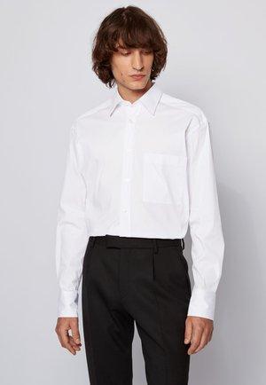 FELTON - Kostymskjorta - white