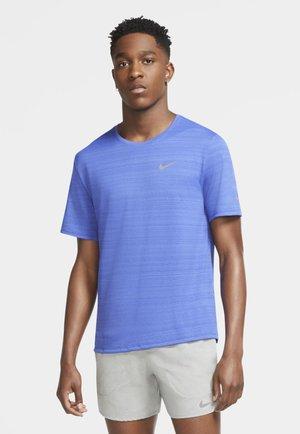 MILER  - Print T-shirt - astronomy blue