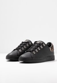 Guess - CHARLEZ - Sneaker low - black - 4