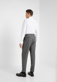 Paul Smith - GENTS FORMAL PLEATED TROUSER - Kostymbyxor - grey - 2