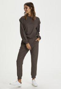 Kaffe - Pantalon classique - grey brown w. silver lurex - 1