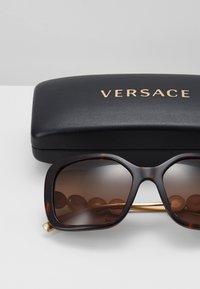 Versace - Zonnebril - havana - 3