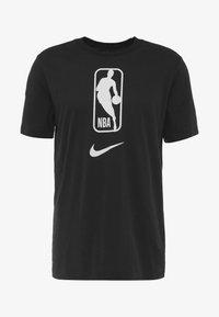 Nike Performance - NBA DRY TEE - T-shirt z nadrukiem - black/white - 4