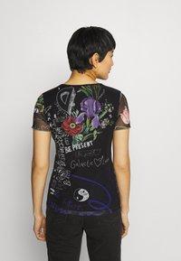 Desigual - CHICAGO - T-shirts med print - black - 2