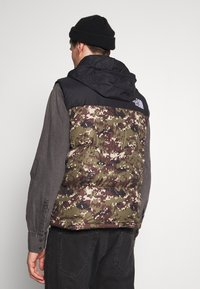 The North Face - 1996 RETRO NUPTSE VEST UNISEX - Smanicato - olive - 4