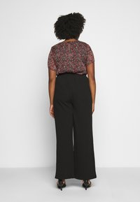 Vero Moda Curve - VMBLAIR WIDE PANT - Pantalon classique - black - 2