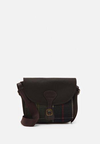 WHITLEY CROSSBODY BAG - Taška spříčným popruhem - brown