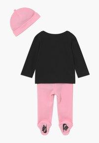 Nike Sportswear - NIKE SET - Čepice - pink - 1