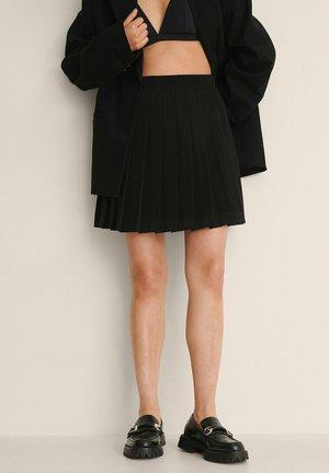 RECYCELTER PLISSIERTER MINI-TENNIS - Pleated skirt - black