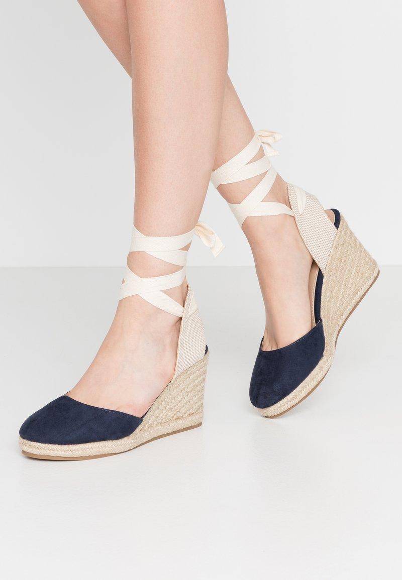 mtng - NEW PALMER - Sandaler med høye hæler - marino/beige