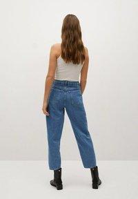 Mango - REGINA - Relaxed fit jeans - middenblauw - 2