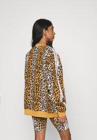 adidas Originals - LEOPARD CREW - Sweatshirt - multco/mesa - 2