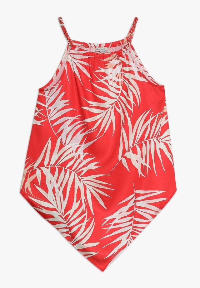 Beach accessory - red