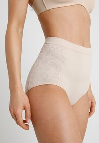 Maidenform - FIRM FOUNDATIONS TAME YOUR TUMMY BRIEF - Shapewear - nude - 0