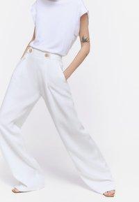 Uterqüe - Spodnie materiałowe - white - 3