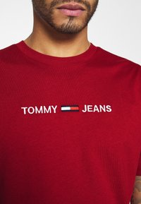 Tommy Jeans - STRAIGHT LOGO TEE - Printtipaita - wine red - 5