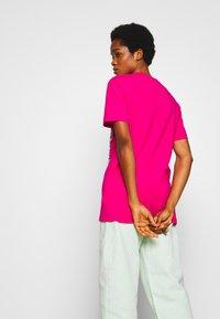 Merchcode - GEOMETRIC RETRO TEE - T-shirts med print - hibiskus pink - 2