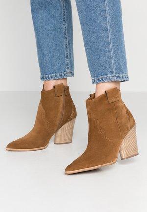 JOLIE - Ankle boots - bourbon/natur