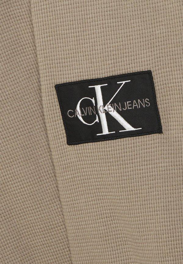 Calvin Klein Jeans WAFFLE TEE - Sweter - elephant skin/szary Odzież Męska GHLS
