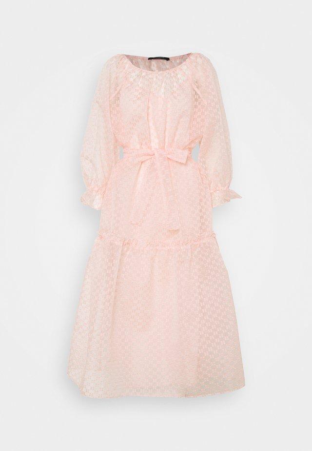 DITTANY MEDINI DRESS - Robe de soirée - misty rose