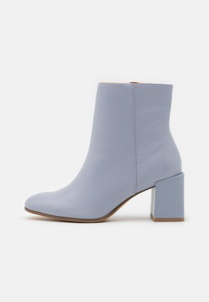 Classic ankle boots - sky