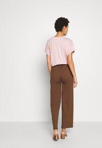 Kaffe - KALULU ASTRID PANTS - Pantalones - brown - 2