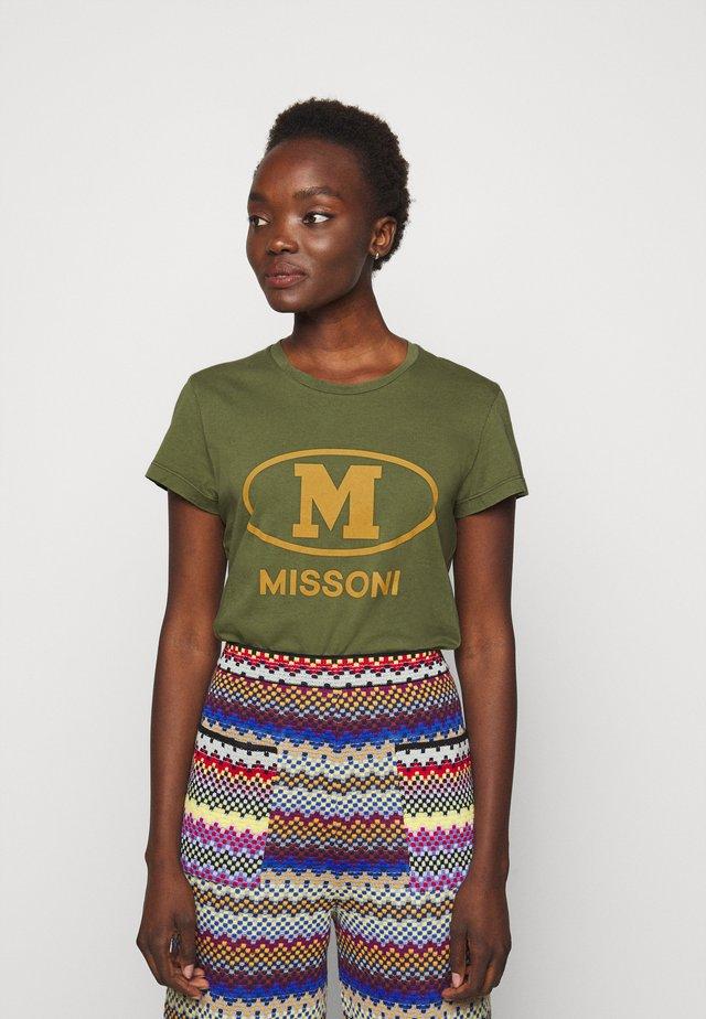 MANICA CORTA - T-shirt con stampa - khaki